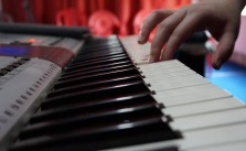 learn to play the keyboard for beginners